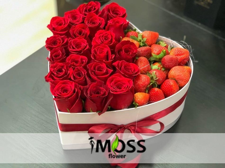 kalpteki lezzet çilekler ve güller